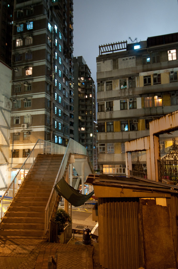 One of the various overpasses on a pedestrian walkway that travels between the Central district and hillside Mid-Level residences | Hong Kong, SAR, China