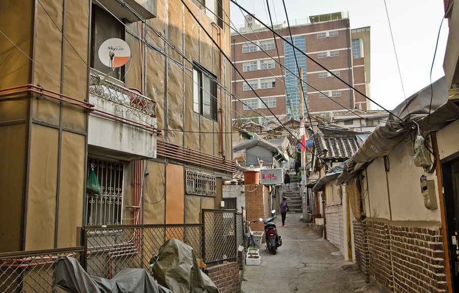 Dongnimmun Neighborhood, Seoul, South Korea (photo: P.M. Lydon)