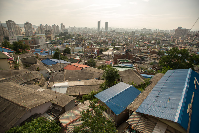 A view of the Daedong neighborhood and the city in the distance, Daejeon, Korea (P.M. Lydon, CC BY-SA)