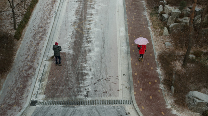 A man sweeps snow with a broom in Seoul, South Korea. (Photo: P.M. Lydon | CC BY-SA)